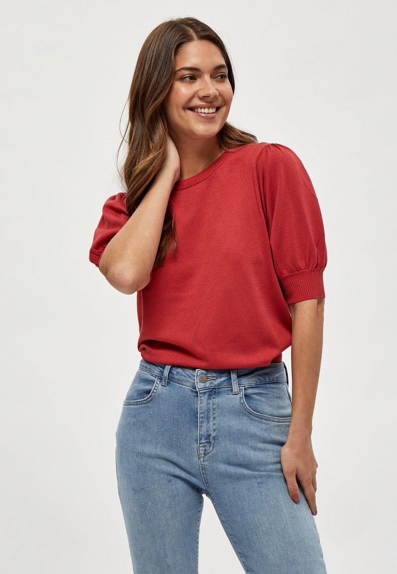 Minus - LIVA - Print T-shirt - berry red