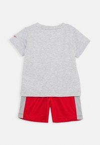 Nike Sportswear - SET BABY - Short - university red - 2