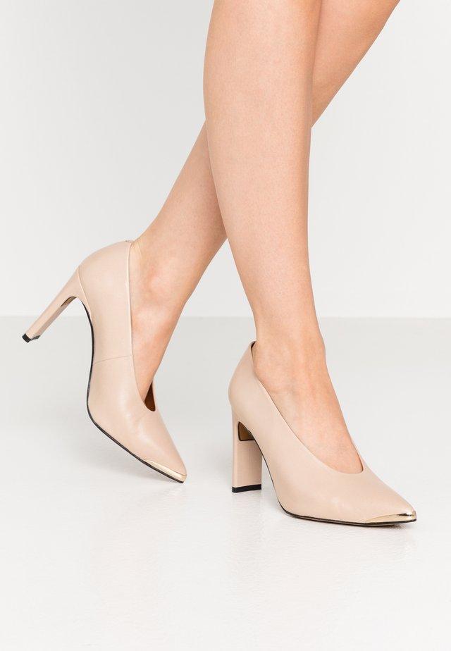 High heels - tibet