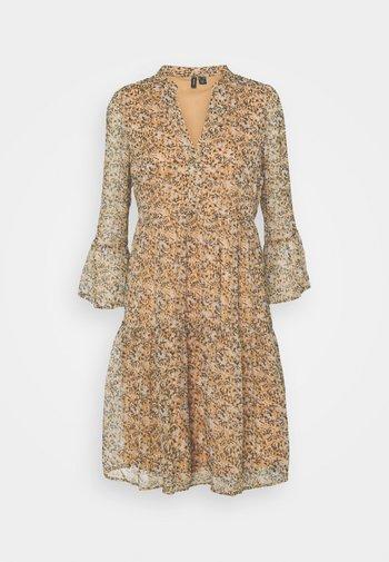VMKAY SHORT DRESS - Day dress - tan