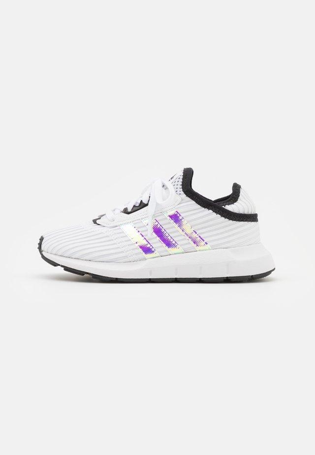 SWIFT RUN X C UNISEX - Trainers - footwear white/core black