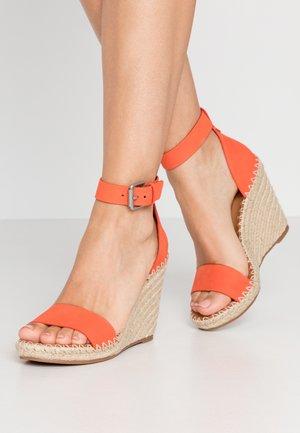 NOOR - Sandalen met hoge hak - red