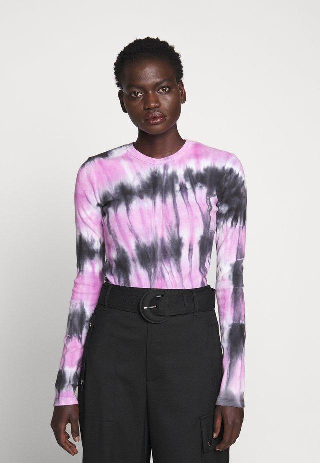 TIE DYE TEE - T-shirt à manches longues - black/mauve
