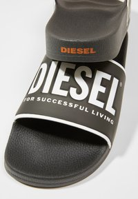 Diesel - VALLA SA-VALLA - Mules - star white/black/yellow - 5