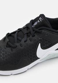 Nike Performance - LEGEND ESSENTIAL 2 - Kuntoilukengät - black/white/pure platinum - 5