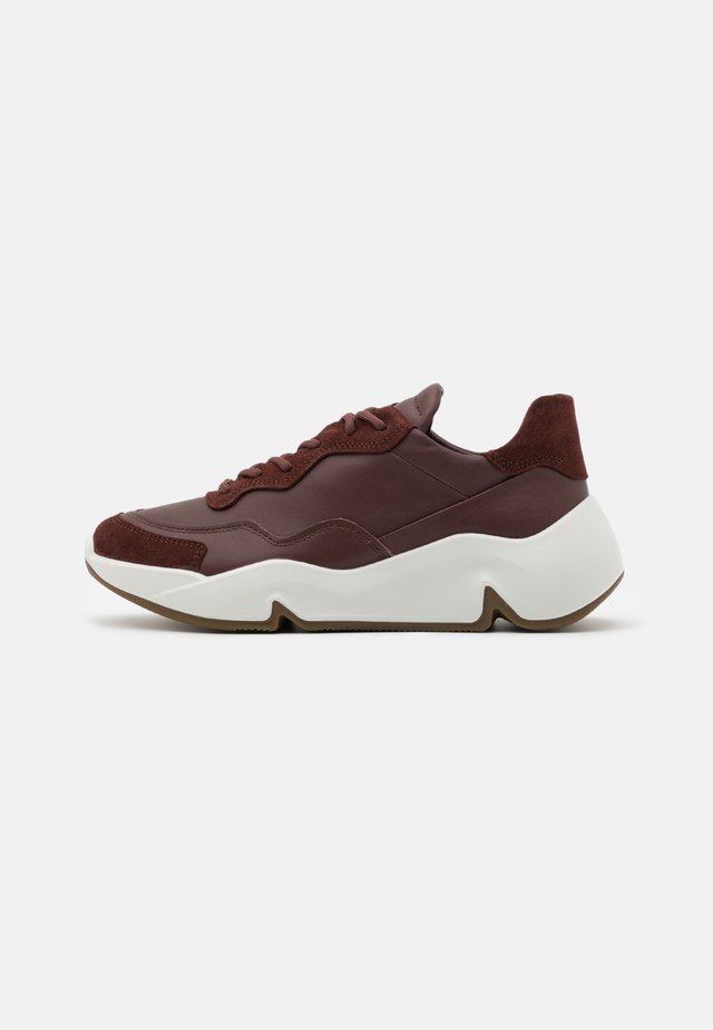CHUNKY  - Sneakersy niskie - brown