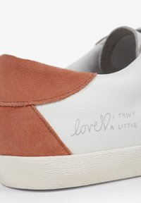 Scalpers - LIA GRAFFITI - Sneakersy niskie - white - 4