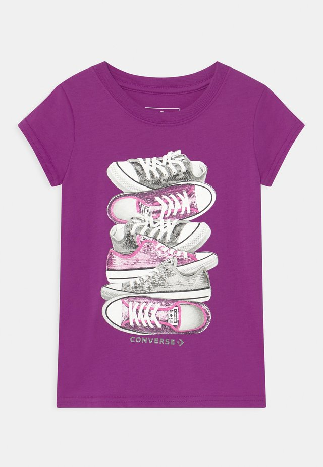 SHOE STACK - Print T-shirt - icon violet