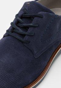 Bullboxer - Zapatos con cordones - blue - 5