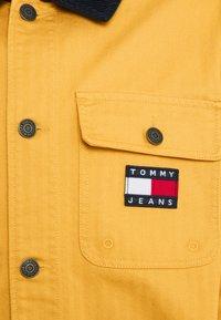 Tommy Jeans - BADGE WORKER JACKET - Summer jacket - gold - 7
