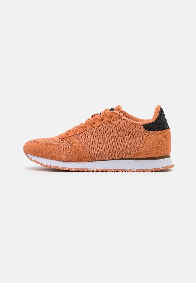 YDUN - Sneakers laag - peach