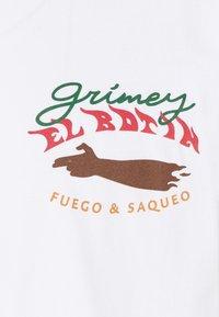 Grimey - EL BOTIN TEE UNISEX - Triko spotiskem - white - 2
