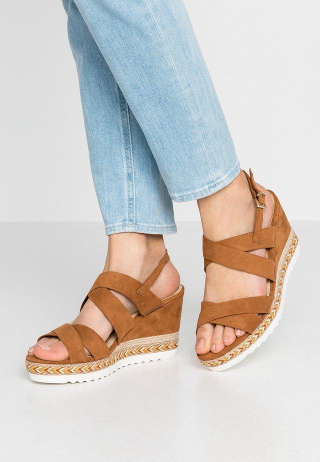 Sandály na vysokém podpatku - cognac