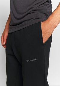 Columbia - LOGO JOGGER - Spodnie treningowe - black/city grey - 4