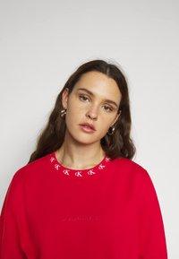 Calvin Klein Jeans Plus - PLUS CK LOGO TRIM NECK  - Sweatshirt - red - 3