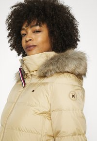 Tommy Hilfiger - BAFFLE COAT - Down coat - yellow stone - 5