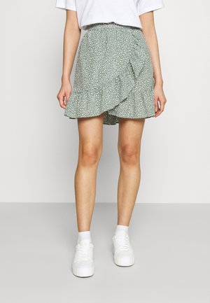 VMDICTHE SHORT WRAP SKIRT - Falda cruzada - laurel wreath/snow white