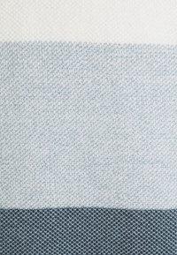 Jack & Jones - JJLINCOLN CREW NECK - Strikpullover /Striktrøjer - ombre blue - 5