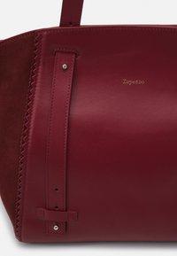 Repetto - DOUBLE VIE - Handbag - carmin - 5