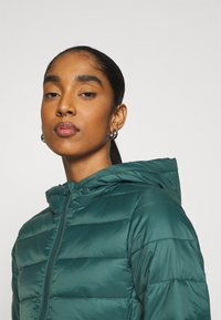 ONLY - ONLSANDIE QUILTED HOOD JACKET - Light jacket - ponderosa pine - 3