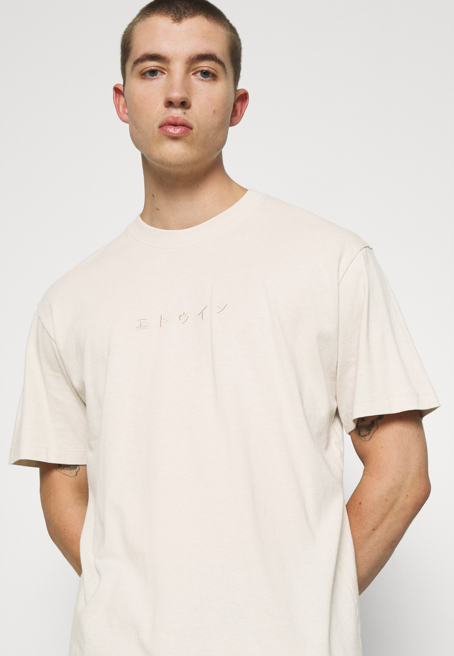 Women KATAKANA EMBROIDERY UNISEX  - Basic T-shirt