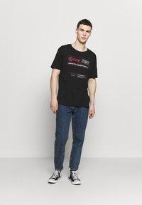 Jack & Jones - JCOLET TEE CREW NECK  - T-shirt med print - black - 1