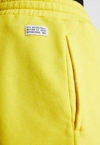 K1X - COLOR DISTRESSED  - Sportovní kraťasy - cyber yellow - 4