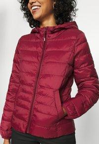 Vero Moda - VMMIKKOLA SHORT HOODY JACKET - Light jacket - cabernet - 6