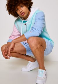Tommy Jeans - COLOR BLOCK HOODIE - Sweatshirt - light powdery blue - 4