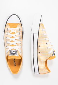 Converse - CLASSIC CHUCK OX - Sneakers - sunflower gold/egret/white - 1