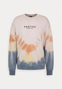 Kaotiko - CREW TIE DYE ENZO UNISEX - Sweatshirt - blue - 4