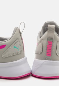 Puma - FLYER RUNNER UNISEX - Sports shoes - gray violet/luminous pink - 5