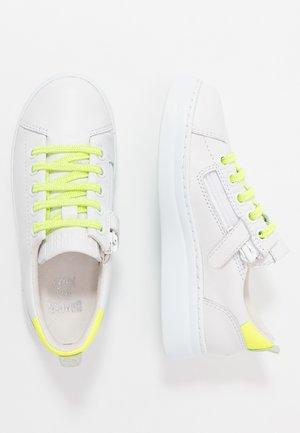 RUNNER UP - Sneakers laag - white