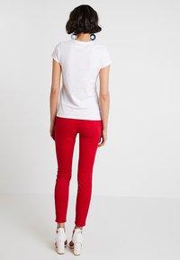 Zalando Essentials - Basic T-shirt - bright white - 2