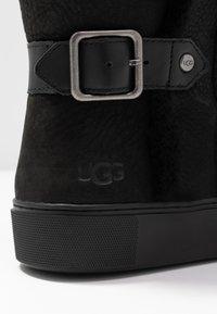 UGG - AIKA - Korte laarzen - black - 2