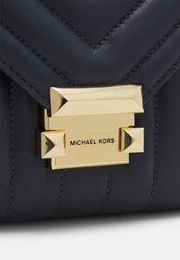 MICHAEL Michael Kors - WHITNEY - Across body bag - admiral - 4