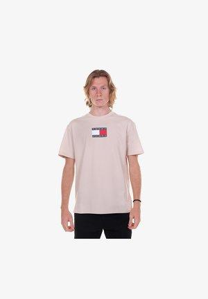 TJM CAMO FLAG SCRIPT TEE - Print T-shirt - beige