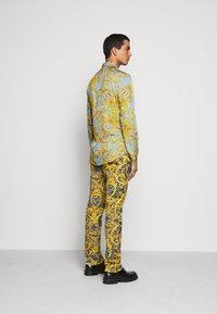 Versace Jeans Couture - PRINT BAROQUE - Shirt - azzurro scuro - 2