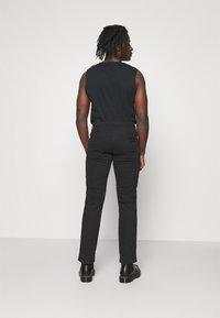 Wrangler - TEXAS - Jeans straight leg - black - 2