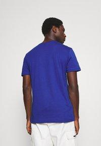 Lacoste - T-shirt basic - cosmique - 2