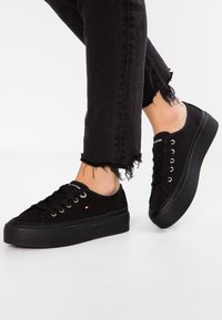 Tommy Hilfiger - CORPORATE FLATFORM  - Baskets basses - black - 0