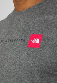 The North Face - NEVER STOP EXPLORING TEE - Print T-shirt - mottled grey - 5