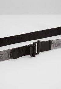 Tommy Jeans - TJM ROLLER REV WEBBING BELT - Bælter - black - 5