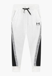 Under Armour - RIVAL PANTS - Teplákové kalhoty - onyx white/black - 0