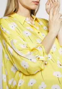 Paulina - SWEET FLOWERS - Camisa - yellow - 6