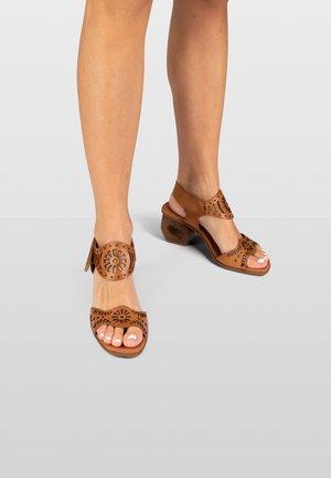 SIDNEY  - Sandals - honey