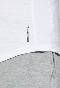 Under Armour - UA CHARGED - Funktionsshirt - white/black - 5