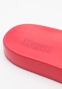 Tommy Jeans - FLAG POOL SLIDE - Mules - deep crimson - 5