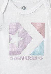 Converse - STAR CHEVRON SET - Print T-shirt - lilac mist - 2