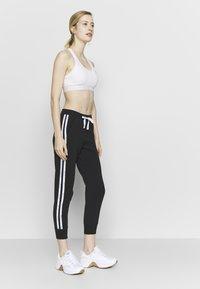 Champion - RIB CUFF PANTS - Spodnie treningowe - black - 1